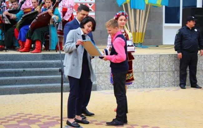 Фото: Гройсман и Деканоидзе в Березани (npu.gov.ua)