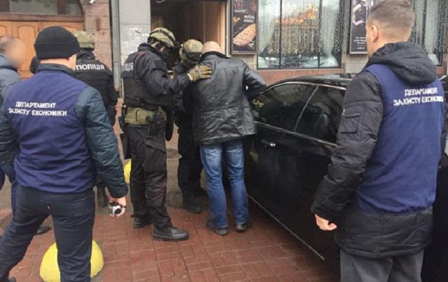 Фото: задержание коррупционеров в Смеле (пресс-служба МВД)