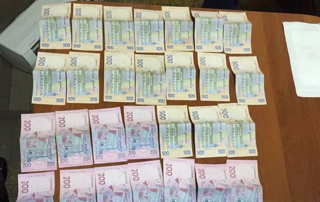 Фото: вилучені у столичних поліцейських гроші