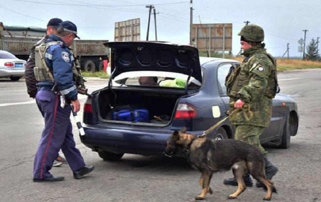 Фото: правоохоронці на блокпостах Донецької області