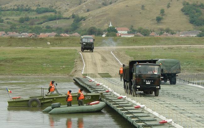 Украинские военные вРумынии обучаются сражаться снаводнениями