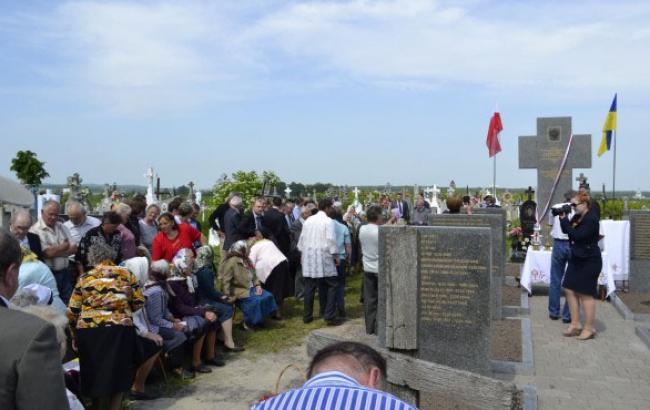 Фото: Открытие мемориала в Подкамне в 2012 году