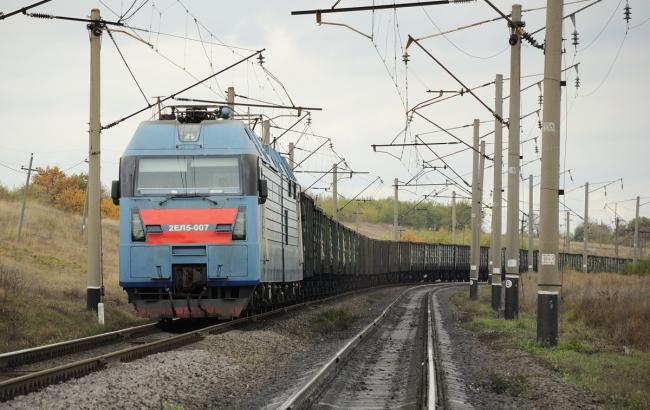 Фото: чоловік покінчив життя самогубством, кинувшись під потяг