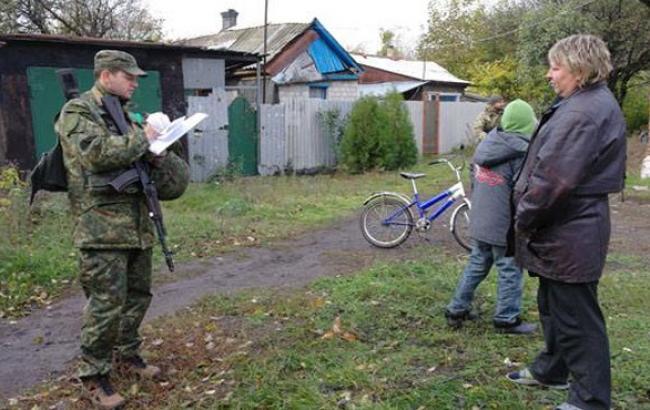 Фото: Поліцейські цікавилися потребами сімей з дітьми (facebook.com)