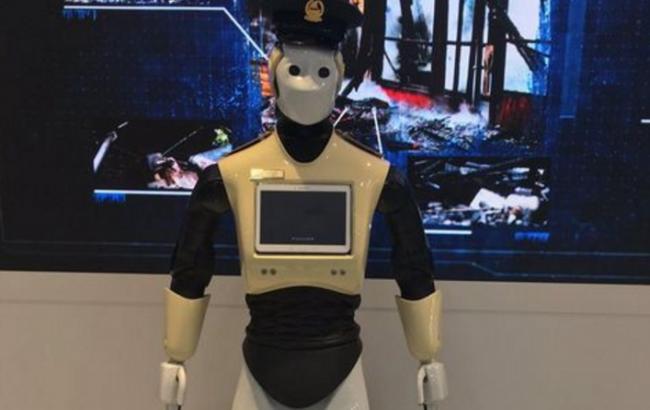 Фото: в Дубае будет работать робот-полицейский