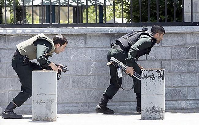 Размещено видео сместа нападения террористов напарламент Ирана