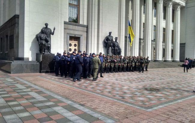 Фото: охрана правительственного квартала