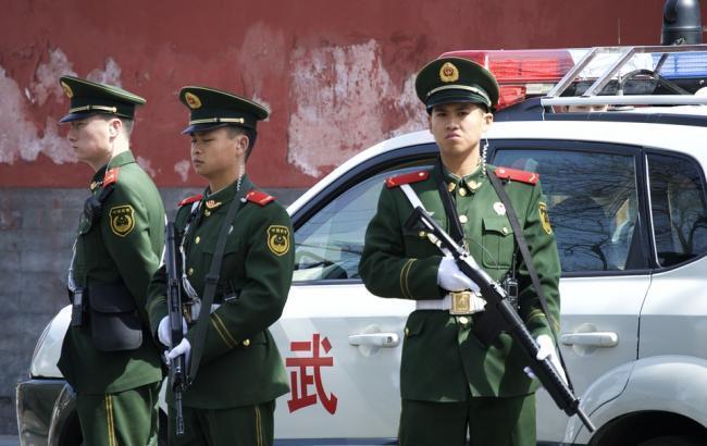 ВКитайской республике  автомобиль въехал втолпу людей
