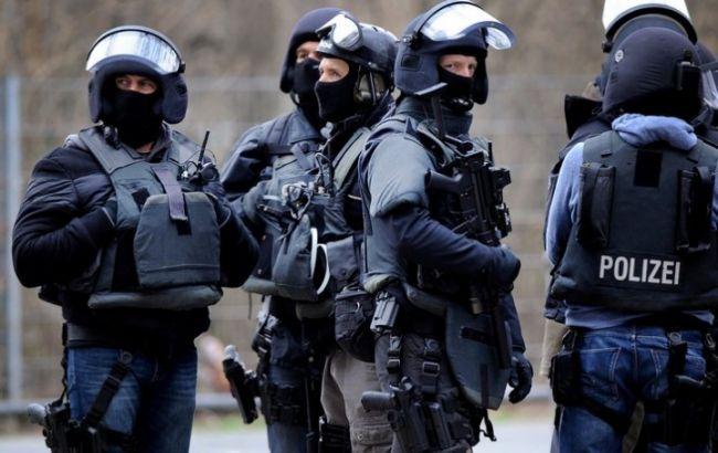 Фото: поліція оточила захоплене відділення банку