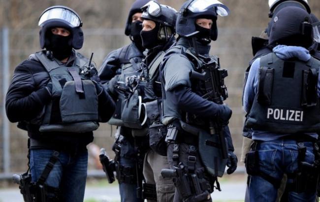 Упредполагаемых террористов вГермании найдено оружие ифлагиИГ