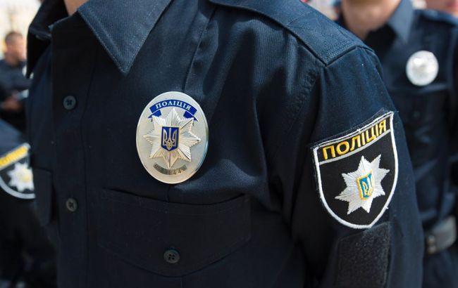 Фото: один з учасників бійки напав на поліцейського