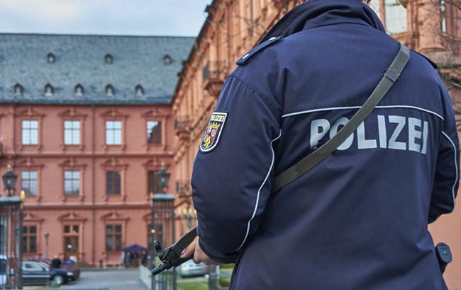 В Берлине неизвестный ранил ножом трех человек в электричке