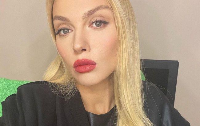 Просто шикарна: Оля Полякова вразила мережу новим селфі в стилі жінки-вамп
