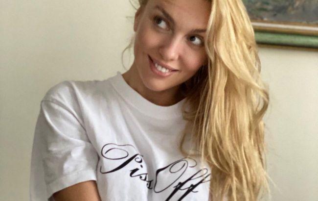 В об'єктиві люблячого людини: Оля Полякова позує в одній футболці і без макіяжу