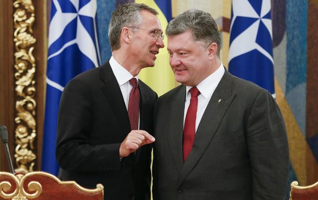 Фото: берлинская встреча Петра Порошенко и Йенса Столтенберга (EPA)