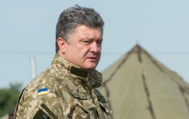 Порошенко прибув у танкову бригаду в районі відведення озброєнь на Донбасі