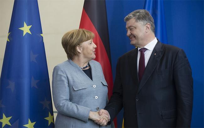 Порошенко зустрінеться з Меркель і Макроном 10 травня