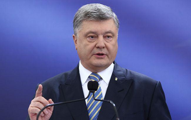 Порошенко заявив, що вже більше 4 млн українців отримали біометричні паспорти