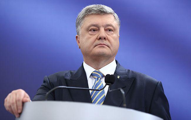 Порошенко заявил, что из-за провокаций РФ ситуация на Донбассе обостряется
