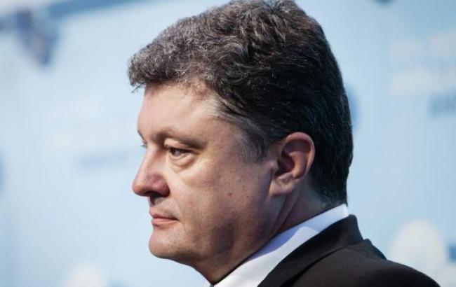 Порошенко одобрил отмену 1,5% военного сбора с зарплаты участников АТО