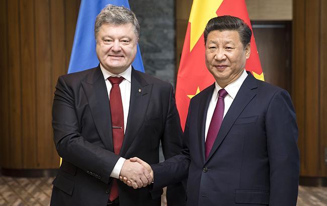 Петро Порошенко вперше зустрівся з головою КНР Сі Цзіньпіном