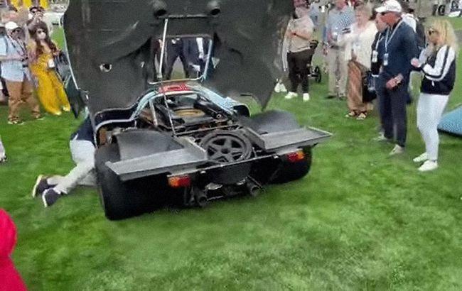Водитель чуть не попал под колеса гоночного Porsche, пытаясь завести авто при включенной передаче