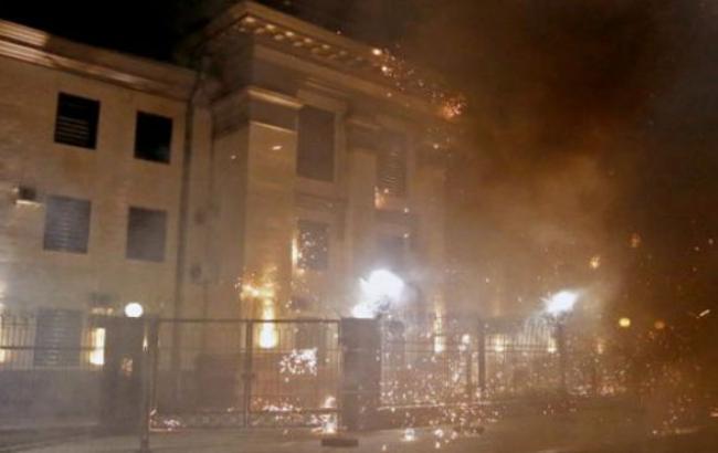 Фото: Будівля посольства РФ у Києві подверглоась атаці (facebook.com)