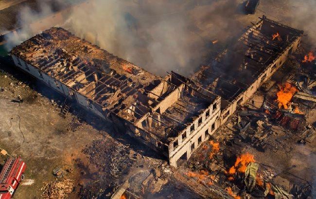 Под Ровно из-за поджога сухостоя уничтожена половина монастыря: жуткие фото