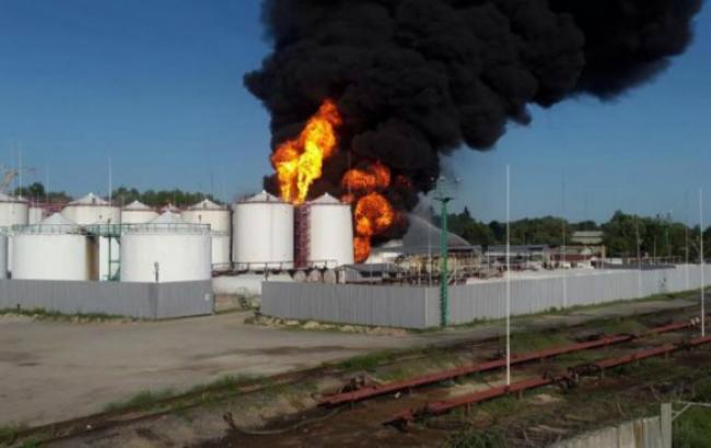 ГСЧС: Нанефтебазе под Киевом продолжают гореть 6 резервуаров стопливом