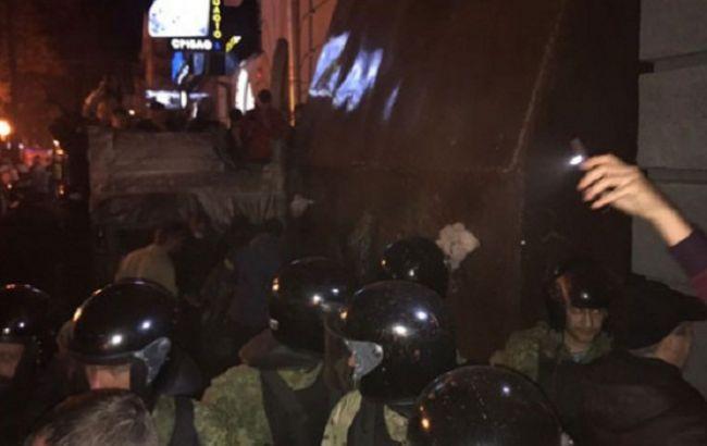 Фото: стычка во время митинга в Полтаве