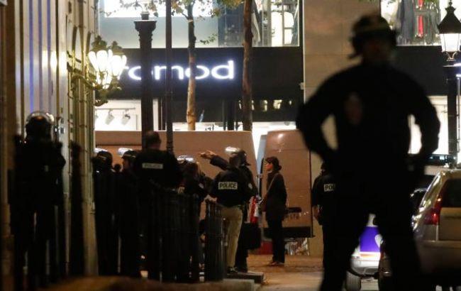 Встолице франции мужчина открыл огонь по милиции: есть жертвы