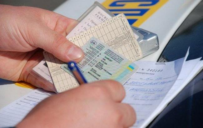 У Криму водіїв будуть штрафувати за українські права