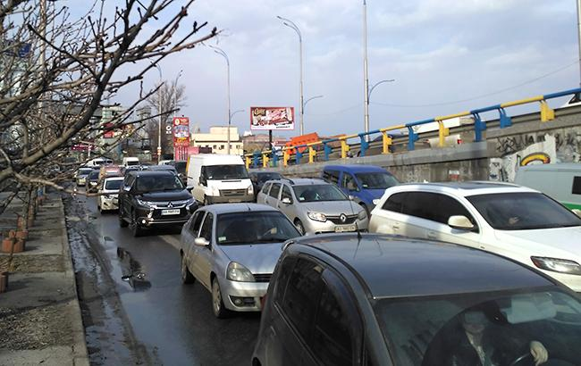 Крещатик перекрыт: Центр столицы Украины застыл в7-балльных пробках (КАРТА)
