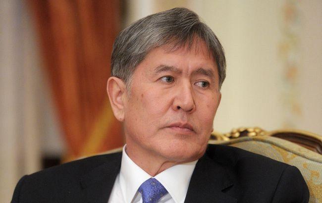 У Бішкеку протестувальники звільнили екс-президента Атамбаєва з СІЗО