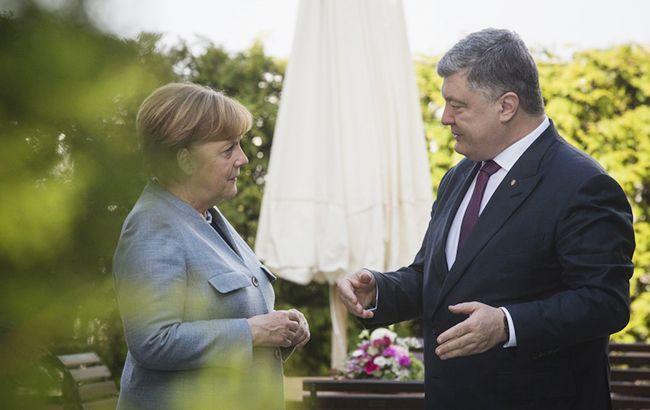 Меркель проинформировала Порошенко о результатах переговоров с Путиным