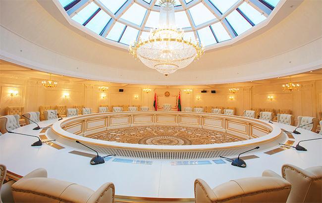 Фото: зал заседаний контактной группы в Минске (president-hotel.by)