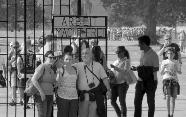 """Фото: Кадр з фільму """"Аустерліц"""" (1news.az)"""