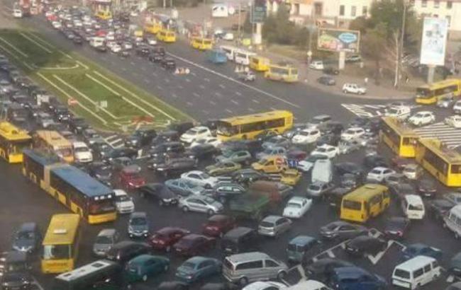 Фото: пробки в Киеве достигли 6 баллов