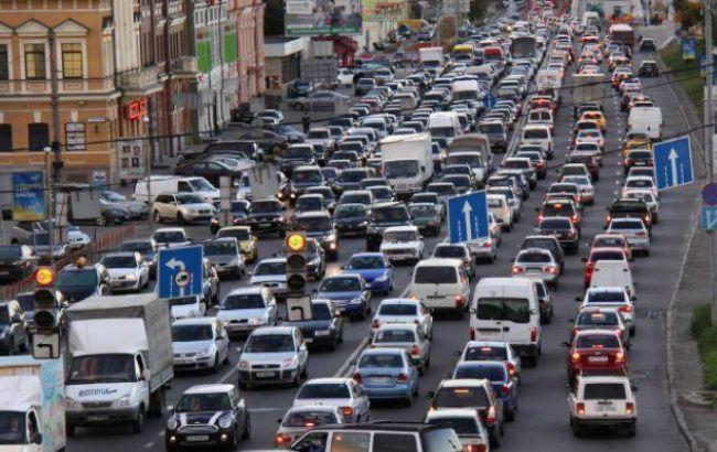 Пробки: центр украинской столицы парализован