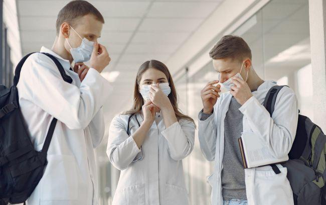 В вузах Львова начали вакцинировать от COVID студентов