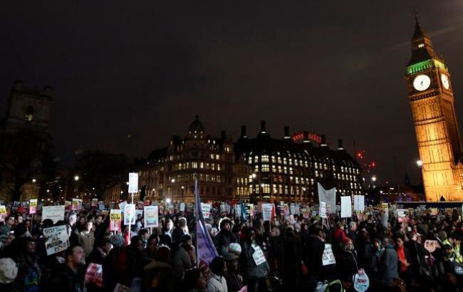 В Британии около 7 тыс. человек протестовали против визита Трампа в страну