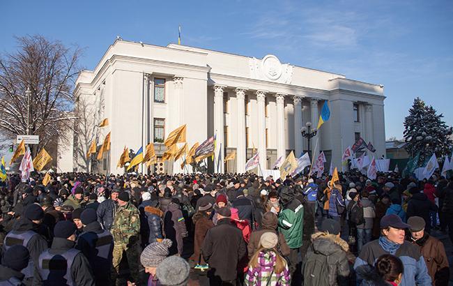 Профспілки вимагають від парламенту поліпшення якості життя, підвищення зарплат і зниження комунальних тарифів