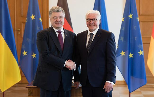 Порошенко и Штайнмайер обсудили усиление санкций против России