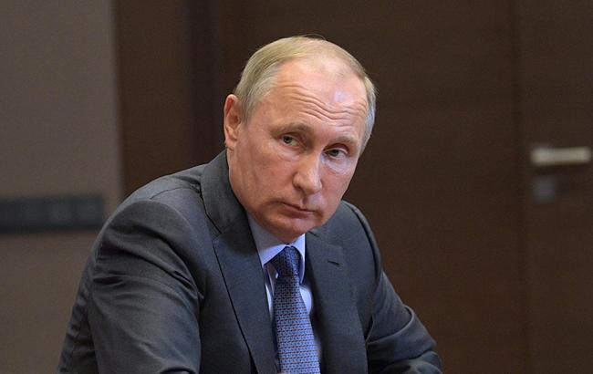 Не бачачи поліпшення свого становища, російський виборець швидко розчарується в правителях, які називають себе демократичними (Фото: kremlin.ru)