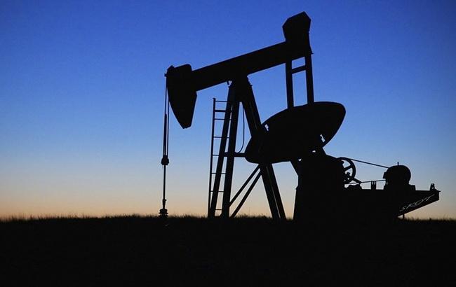 Цена нефти Brent опустилась ниже 77 долларов за баррель