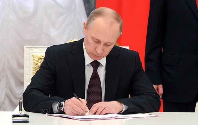 Фото: Путин одобрил запрет на переводы в Украину