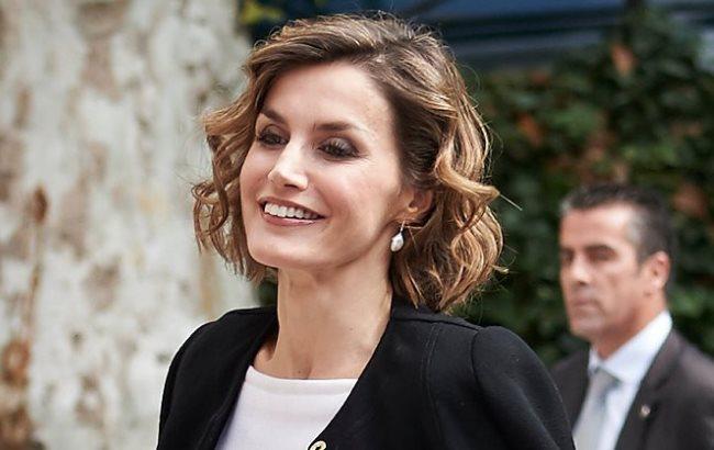 Королеву Іспанії розкритикували за коротке плаття