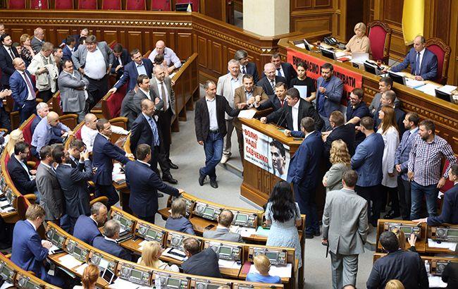 Фото: Рада прийняла законопроект, що дозволяє Луценка стати генпрокурором