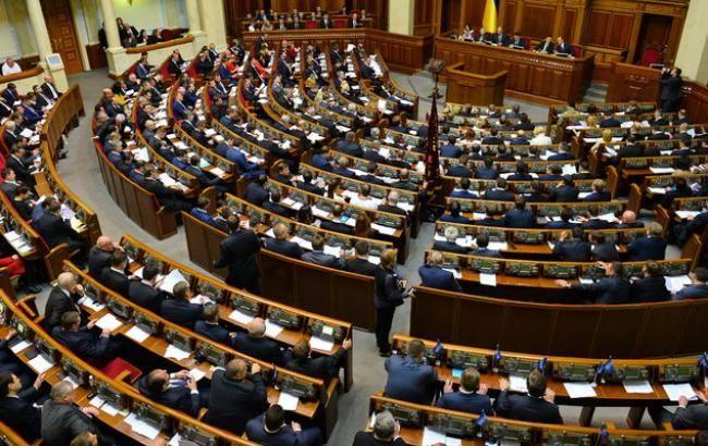 Рада схвалила в першому читанні зміни до Конституції