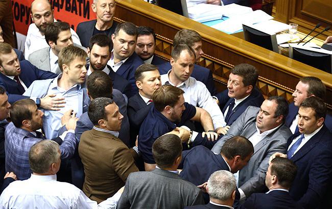 Депутати пішли у відпустку, так і не прийнявши пакет законів для МВФ